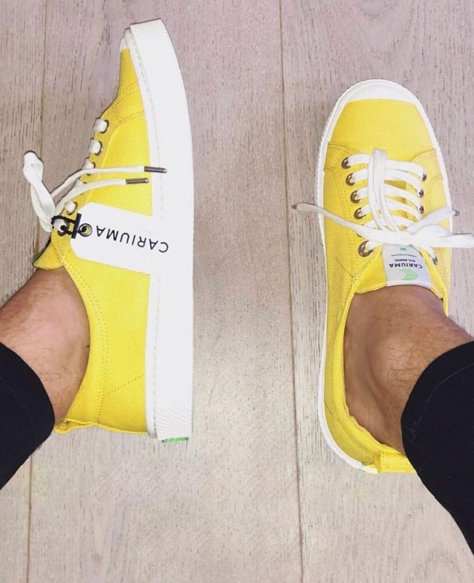 tenis amarelo